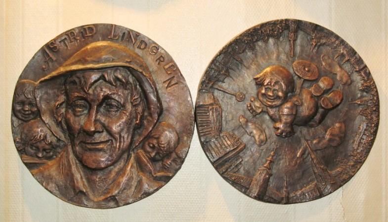 """медаль """"Астрид Линдгрен"""", две стороны"""