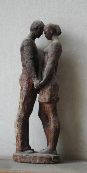 скульптурная композиция юноша и девушка