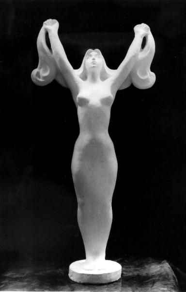 модель женской фигуры с длинными волосами