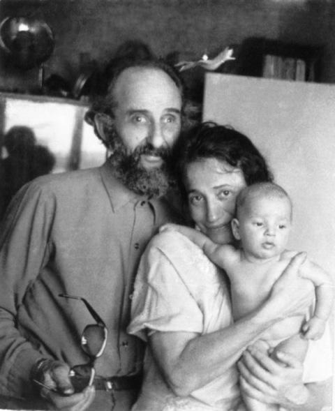Лев с женой и грудным внуком