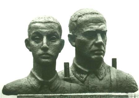 Бюсты двух солдат