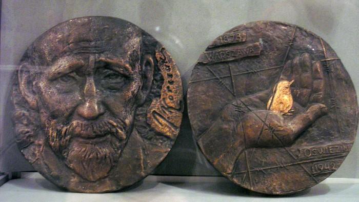 "Медаль ""Януш Корчак"", две стороны"