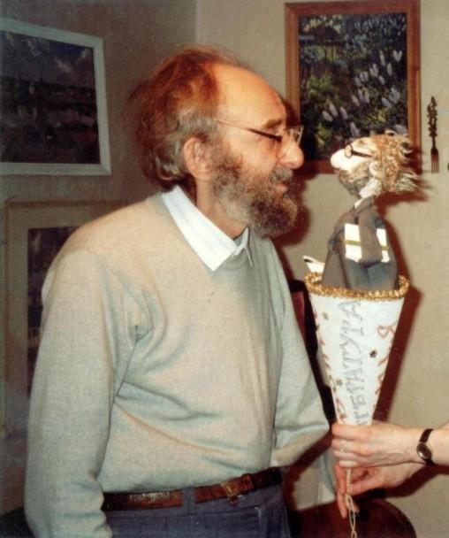 Лев с юбилейной портретной куклой
