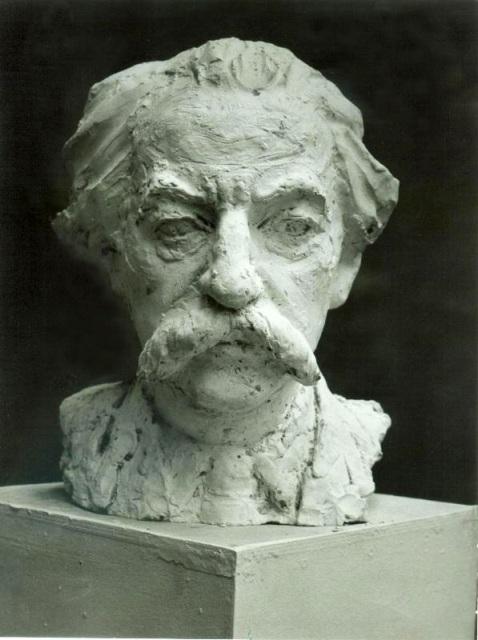 скульптурный портрет Лотмана анфас