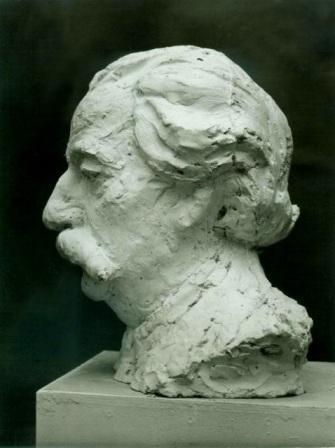 скульптурный портрет Лотмана, профиль