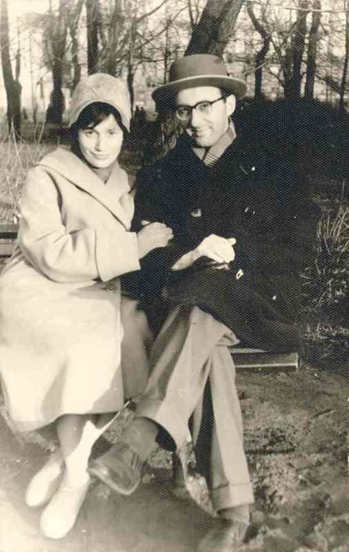 Фотография Лены и Льва Разумовских на лавочке