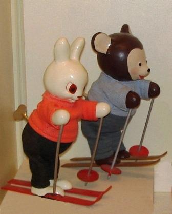 Заводные игрушки заяц и мишка на лыжах