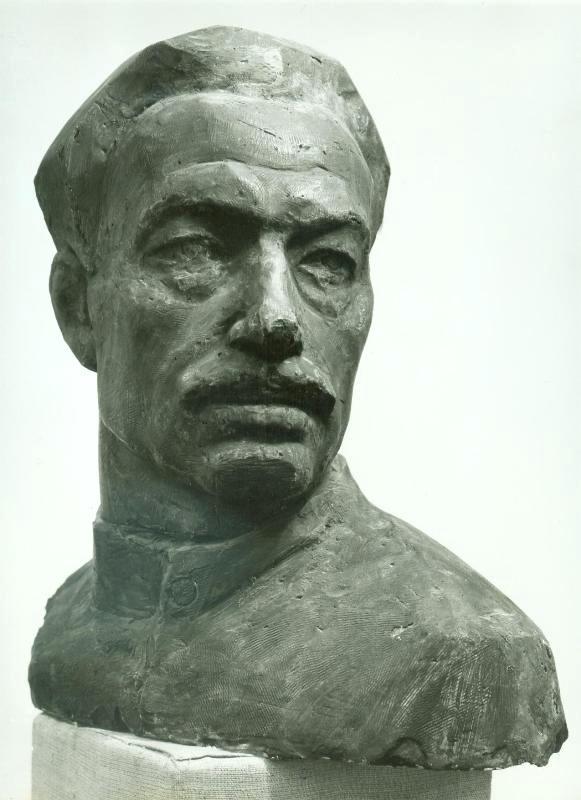 скульптурный портрет рабочего