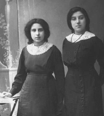 Таня Шпиро (мама Льва) с сестрой