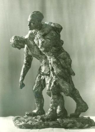Солдат помогает идти раненому