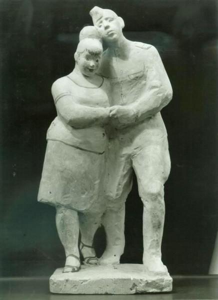 """скульптурная композиция """"Увольнительная"""", солдат с девушкой"""