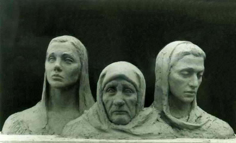 """трехфигурная скульптурная композиция """"Вдовы"""""""