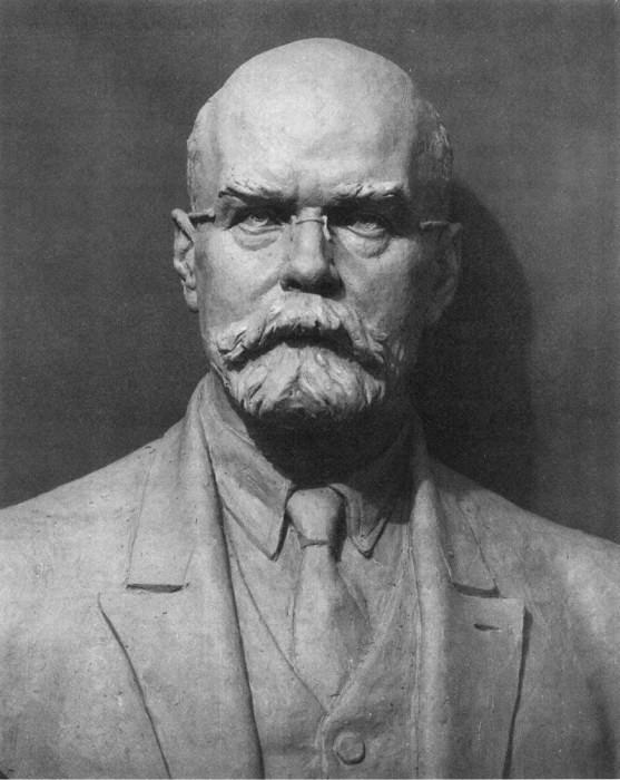 скульптурный портрет профессора Вебера