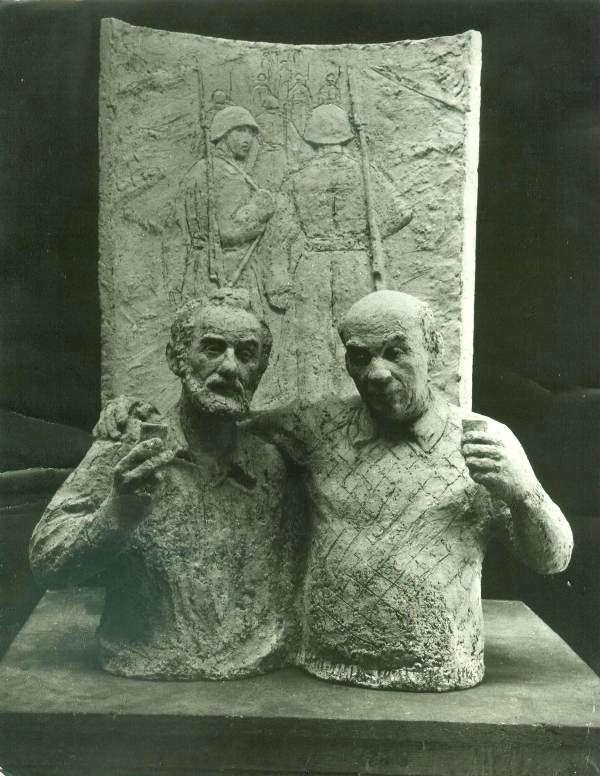 скульптурная композиция - автопортрет с фронтовым другом