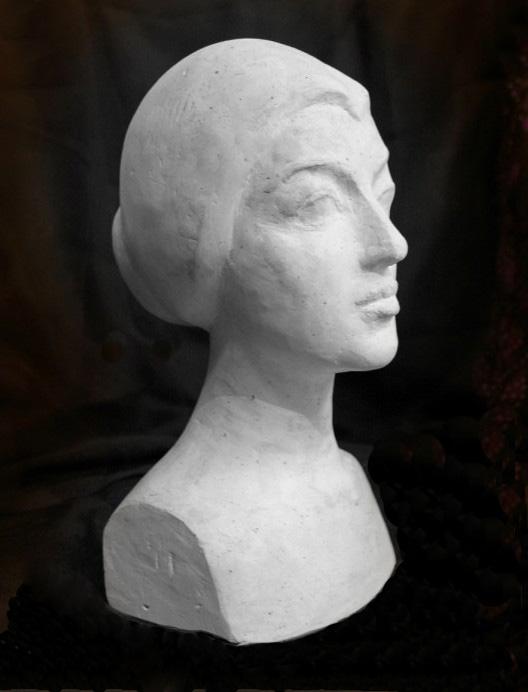скульптурный портрет Надежды Забинковой, профиль